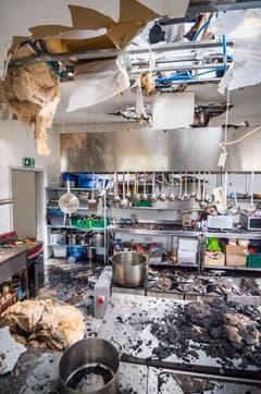 Die Küche der Nuur Moschee in Bonau ist mitsamt Dach ist verwüstet. (Bild: Andrea Stalder)