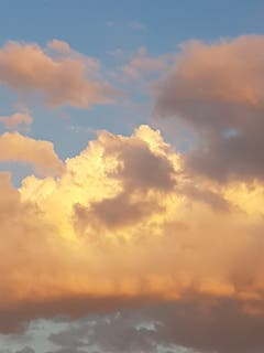 Glühende Wolken über Sitterdorf. (Bild: Reto Schlegel)
