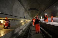 Den Gotthard-Basistunnel für einmal nicht aus dem Zug heraus bestaunen: Medienschaffende nutzen das Werkstattgespräch für einen speziellen Blick. (Bild: Carmen Epp, 13. August 2018).