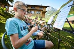 Nico Stalder bei einer Outdoor-Probe im Musiklager Doppleschwand im Melchtal. (Bild: LZ-Fotograf Jakob Ineichen, 9. Juli 2018)