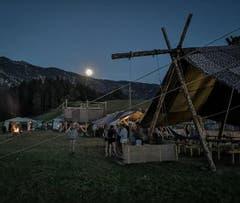 Das Lager der Pfadi Rothenburg wird in Escholzmatt vom Mond beschienen. (Bild: Instagram-Fotowettbewerb)