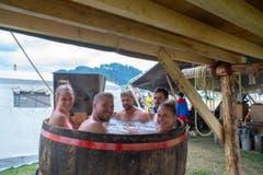 Entspannung im «LUpiter18»: Ein Fass wird zum Whirlpool. (Bild: Dimitri Gwinner v/o Sherpa)