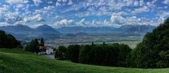 Blick von Viktorsberg ins obere Rheintal. (Bild: Toni Sieber)