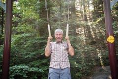 Der begeisterte Turner Werner Hotz hält den Vitaparcours Aadorf seit zehn Jahren instand: «Sport ist mein Leben.» (Bild: Ralph Ribi)