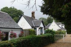 Architektur: Schottische Siedlung bei Loch Lomond. (Biol