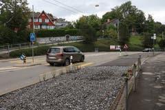 Richtung Riethüsli: Teufener Strasse und Schotterbett auf Höhe des Nestweiers. (Bild: Reto Voneschen)