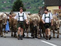 Senn Lars Müller (links) wird von Freunden aus seiner Heimat Allgäu auf dem Weg nach Gams begleitet. (Bilder. Hanspeter Thurnherr)