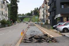 Das Zentrum des Riethüsli-Quartiers mit dem derzeit brach liegenden Bahntrassee. (Bild: Reto Voneschen)