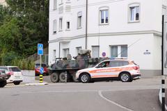 Das Panzerfahrzeug fuhr zu nahe am stehenden Stadtbus vorbei. (Bild: Raphael Rohner)
