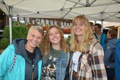 Anja und Céline Eberl sowie Aimé Kaufmann. Drei von rund 4000 Besuchern des Strassenfestes Spektakulair. (Bilder: Beat Lanzendorfer)