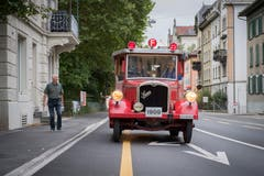 Das Frontprofil der roten «Helene». Die alte Saurer-Motorspritze erreicht eine Höchstgeschwindigkeit von etwa 30 Stundenkilometer. Das sechs Tonnen schwere Gefährt wurde 1909 gebaut. (Bild: Urs Bucher)