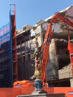Am Kapellplatz wird das ehemalige C&A-Warenhaus abgerissen. (Bilder: Marc Benedetti)