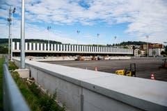 Die neue Sportschule Kriens. Im Vordergrund entsteht das neue Stadion. (Bild: Roger Grütter, 27. August 2018)