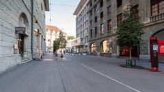 Die Gutenbergstrasse vom Neumarkt her zum Bahnhofplatz ist neu autofrei. Links im Bild der Eingang zum Bibliotheksprovisorium in der Hauptpost. (Bild: Beat Belser - 22. August 2018)