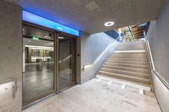 Der Eingang zur neuen Toilettenanlage des Hauptbahnhofs St.Gallen im Aufgang aus der Rathausunterführung zum Perron 1. (Bild: Hanspeter Schiess - 29. August 2018)