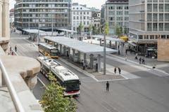 Der neue Bushof zwischen Rathaus/Bahnhofsgebäude und Kornhausplatz. (Bild: Hanspeter Schiess - 29. August 2018)