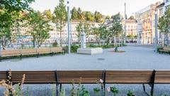 Der Brunnen und die erfreulich zahlreichen Sitzbänke im Bahnhofpärklein. (Bild: Beat Belser - 22. August 2018)