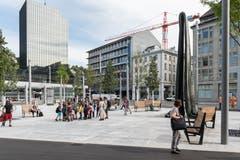Der Kornhausplatz mit dem Lämmlerbrunnen. Er konnte hierhin zurückkehren, weil auf das ursprünglich vorgesehene Wasserspiel verzichtet wurde. (Bild: Hanspeter Schiess - 29. August 2018)