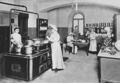 In der Küche: Die Schülerinnen wurden auch in Hauswirtschaft unterrichtet.