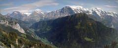 Schynige Platte: Blick auf die berühmten Gipfel und die Strasse nach Grindelwald. (Bild: Josef Müller)