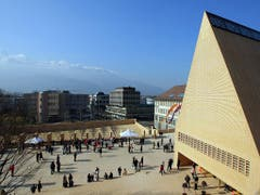 Das Liechtensteiner Parlamentsgebäude mit dem markanten Giebeldach: Der Einfluss der zwei grossen Volksparteien ist geringer geworden. (Bild: KEYSTONE/EDDY RISCH)