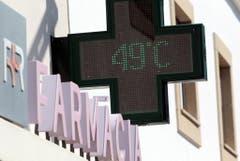 In Portugal steigt das Quecksilber auf fast 50 Grad. (Bild: Keystone)