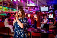 Diese Karaoke-Sängerin zeigt viel Gefühl. (Bild: Philipp Schmidli (Rothenburg, 28. Juli 2018))