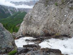 Bergbach mit Schmelzwasser inmitten einer schönen Natur. Aufnahme in Saas Fee. (Bild: Bruno Ringgenberg, 29. August 2018)