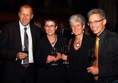 Der CVP-Ständerat Konrad Graber feiert mit Ehefrau Andrea Wyss sowie Rahel und Norbert Schmassmann (von links) an der 17. Theater-Gala der Krankenversicherung CSS im Luzerner Theater im Oktober 2010. (Bild: Archiv LZ)