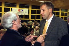 Konrad Grabers Politik-Karriere in Bildern: Konrad Graber (rechts) während der Delegiertenversammlung der CVP Kanton Luzern in Schenkon im April 1999. Damals amtete er als Präsident. (Bild: Archiv LZ)