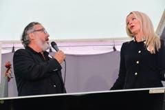 Jazzmeilen-Präsident Harry Tschumy im Duett mit Moderatorin Martina Meisenberg: «Something Stupid» von Frank Sinatra.