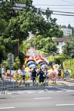 Die 200m lange Wasserrutsche auf der Studhaldenstrasse in Luzern.