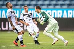Luzern-Torhüter Mirko Salvi hält den Penalty von Carlinhos Junior. (Bild: Pius Amrein (Luzern, 4. August 2018))