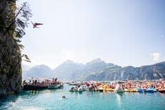 Tolle Kulisse für die Klippenspringer in Sisikon. (Bild: Romina Amato / Red Bull)