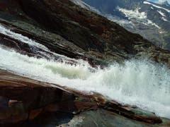 Gletscherschmelzwasser vom Feeegletscher, ob Saas Fee aufgenommen. (Bild: Bruno Ringgenberg, 04. August 2018)