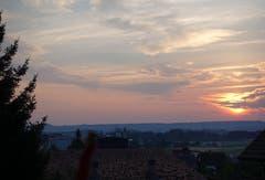 Bringt dieser Sonnenaufgang am Lindenberg eventuell den Regen? (Bild: Josef Habermacher)
