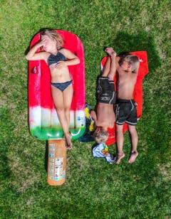 Teil 3: Wer bei dieser Hitze nicht im Wasser ist, liegt flach. (Bild: Benjamin Manser und Michel Canonica)