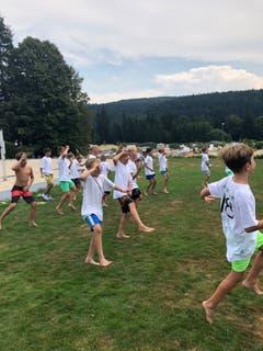 Der FC Ebikon jubelt nach dem deutlichen Erfolg gegen die Einheimischen in Reconvilier BE. (Bild: Beat Mangold)