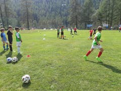 Der FC Rothenburg beim Training in Randa VS. (Bild: Marcel Schneider)