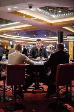 Unterhält Ludwig Berger die Gäste, bleiben sie eher am Tisch. (Bild: Bilder: Benjamin Manser)