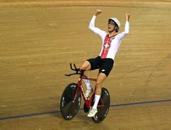 Claudio Imhof jubelt nach seinem dritten Platz in der Einzelverfolgung (Bild: EPA/GERRY PENNY)