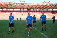 Auf Besichtigungs-Tour: Dren Feka, Francisco Rodriguez und Lucas Alves. (Bild: Martin Meienberger, Olympiakos, 8. August 2018)