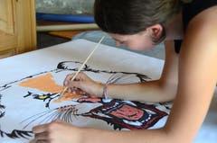 Sorgfältig gestalteten die Teilnehmerinnen des Kurses Foto-Szeno-Grafie einen Hintergrund für ihr Fotoshooting.