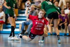 Ronja Schwab vom BSV Stans zeigt im Spiel gegen LC Brühl Handball II vollen Einsatz. (Bild: Philipp Schmidli, Stans, 9. September 2018)