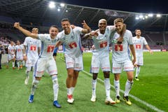 Am Ende haben die Luzerner Spieler gut lachen. (Bild: Martin Meienberger/freshfocus)