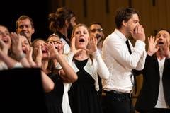 Der A-Cappello Pop Chor sang auf der Bühne im Theater Casino Zug auf der Bühne.(Bild: Roger Zbinden (Zug, 15. September 2018))