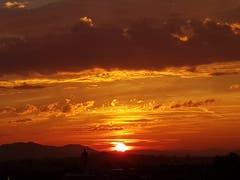 Ein Sonnenuntergang über Gossau. (Bild: Brigitta Rutishauser)