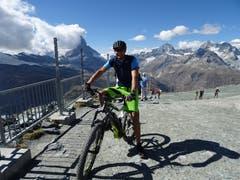 Junger Walliser fuhr mit E-Bike von Täsch auf den Gornergrat. (Bild: Josef Müller)