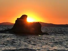 Sonnenaufgang beim Sphinxfelsen in Ierissos, Chalkidiki, Griechenland (Bild: Helene Gosswiler)