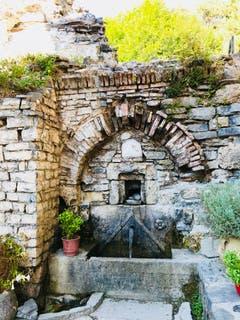 Heiliger Brunnen beim Kloster Ag. Dionissios. (Bild: Helene Gosswiler (Olymp, Griechenland (21. September 2018))